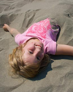 kids-love-to-play-in-the-sand